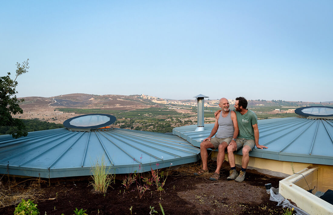 גג אלומיניום, גג חי, בקתה מונגולית